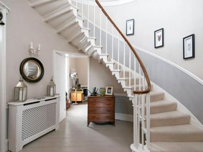 Photo for Beautiful Georgian family home in stunning Historic Hampshire village