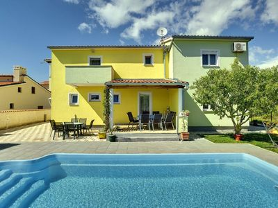 Photo for Large villa with private pool, 6 bedrooms, children's playground, WIFI and only 1 km to the beach