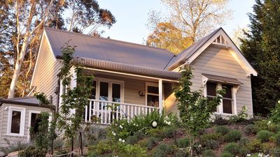 Photo for Oreades- a Beautiful Leura, Blue Mountains Cottage