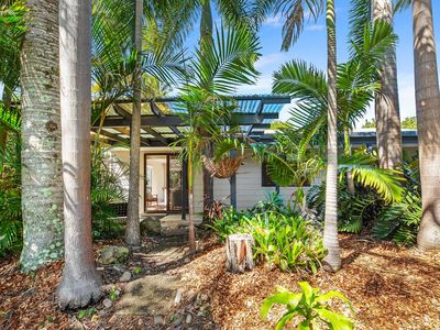 Photo for Gorgeous little pet-friendly beach home, located just 1.8km from the beach!