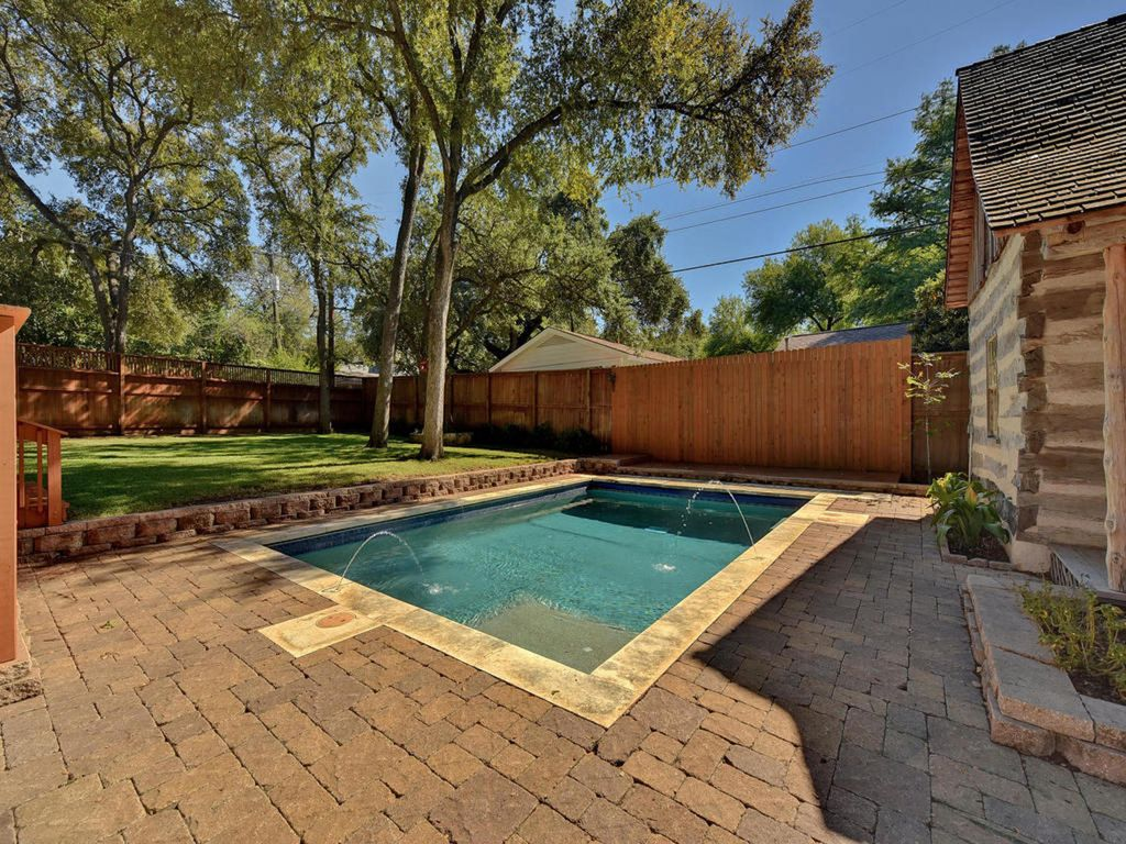 Property Image#5 Pool, Putting Green, U0026 Poker Cabin