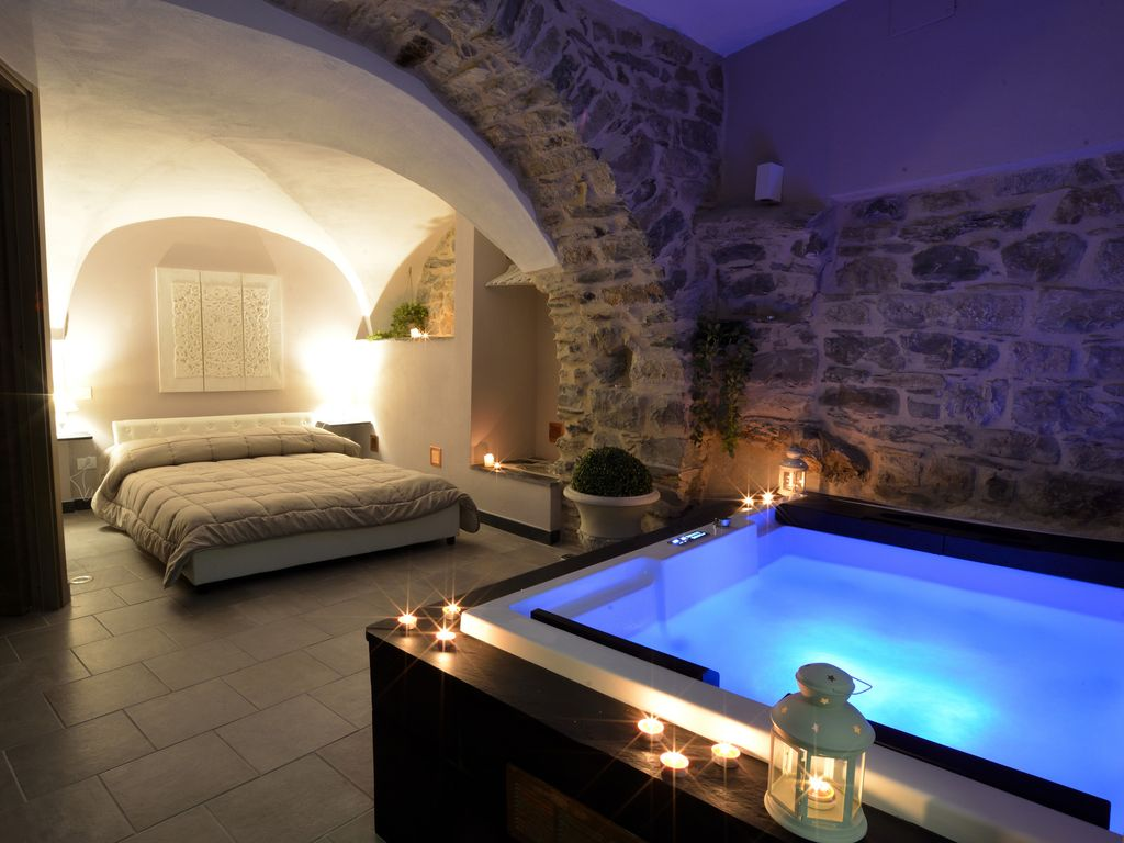 Cottage with Private Jacuzzi, Vasia, Liguria | RentByOwner.com ...