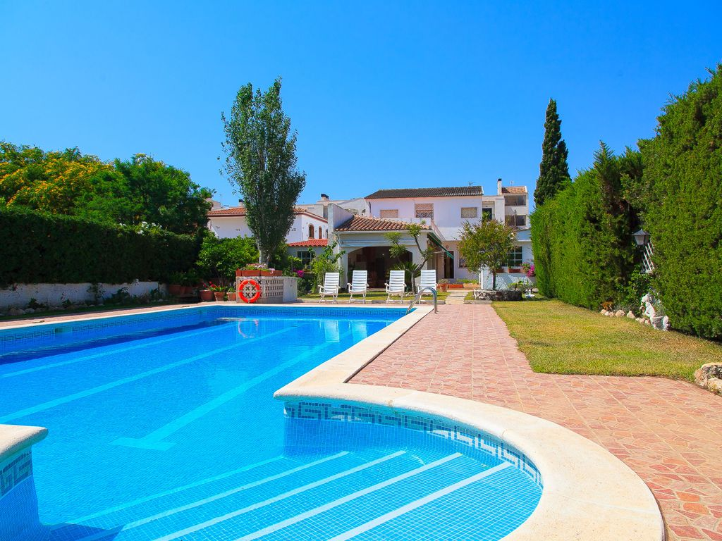 Fantastic Villa With Big Private Swimming Pool Near The