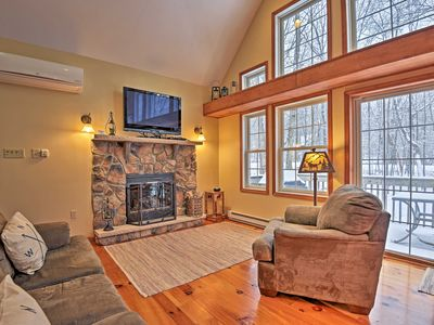 Photo for Albrightsville Cabin w/Hot Tub - 10 Min to Slopes!
