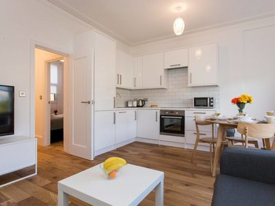 Photo for Gorgeous 2 bed flat near Central London (for 6)