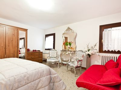 Photo for Cosy Flat Few Steps Away From Rialto Bridge