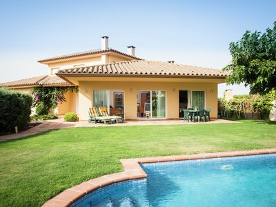 Photo for Detached house with pool located a few minutes from the center of L'Escala