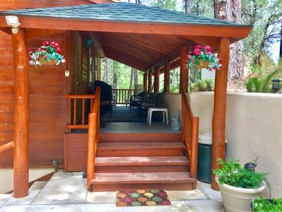 Cabin In The Pines! Secluded - yet close to everything