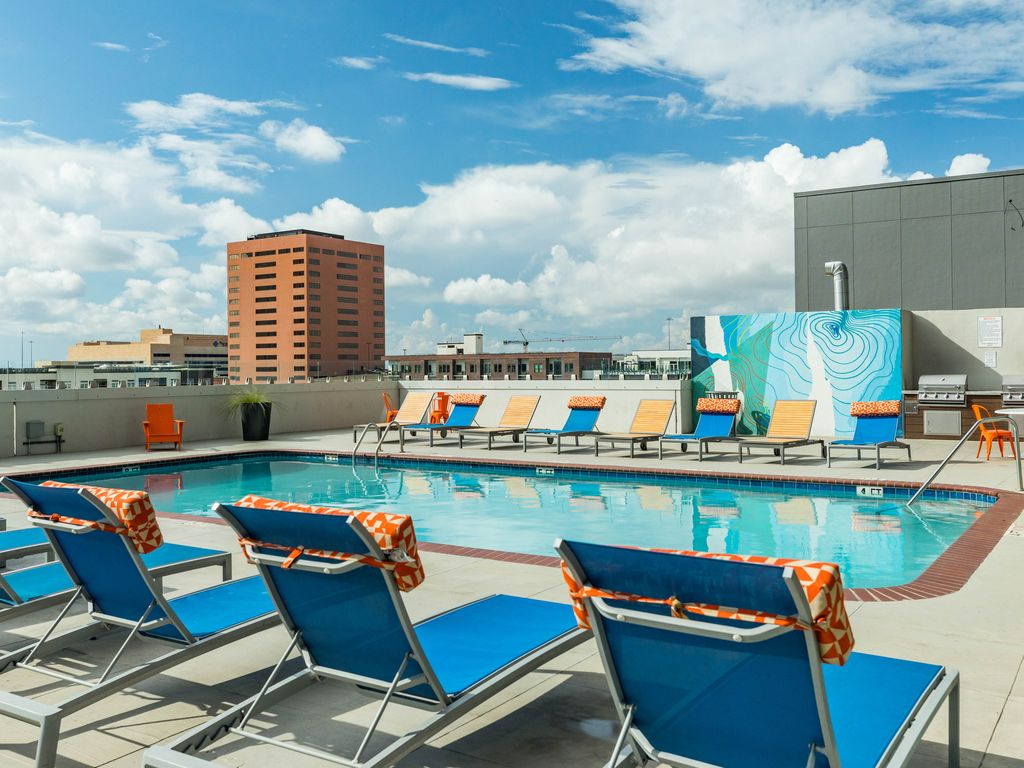 New listing high rise apartment w shared pool in the heart of downtown vrbo for Houston swimming pool high rise
