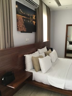Apartment with 2room   for short stay,Nima Accraaround the presidential villa