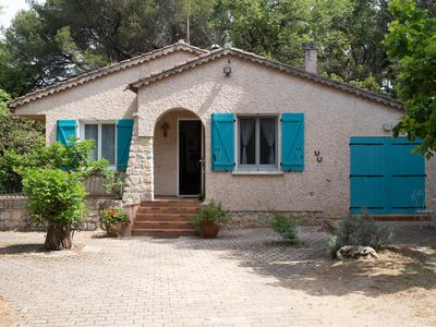 Photo for Independent provencal Villa,large fenced garden,pets welcome,internet