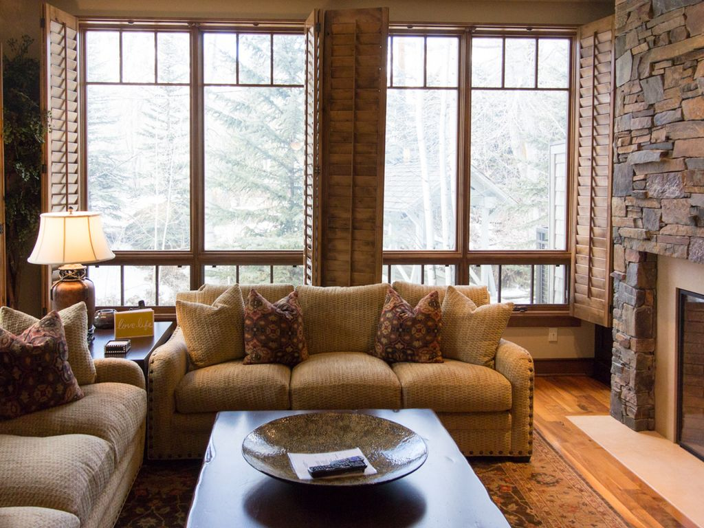 Creekside luxury condo in the heart of Ketchum with private deck and mountain views