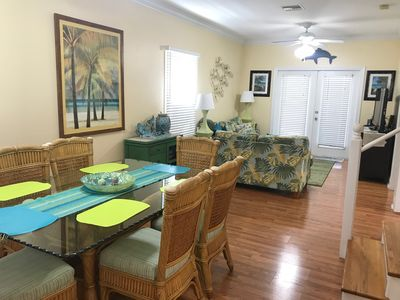 Entry way - Dining room