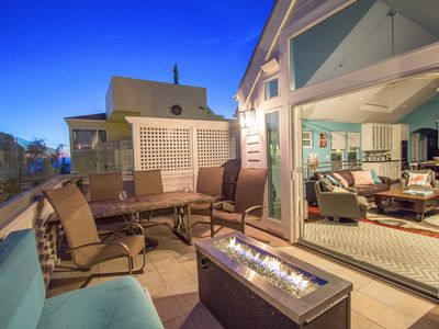 Stunning Beachside Home. Glass Balcony w Fire Pit. Steps from the Sand.