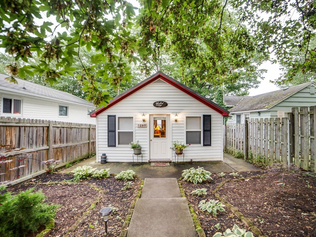 2 Bedroom Bungalow Part - 45: Blackbird Has Lovely Landscaped Walkways And Patios