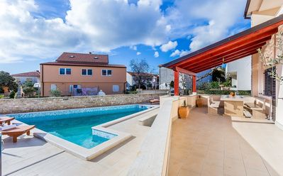 Photo for Holiday house with pool and air conditioning