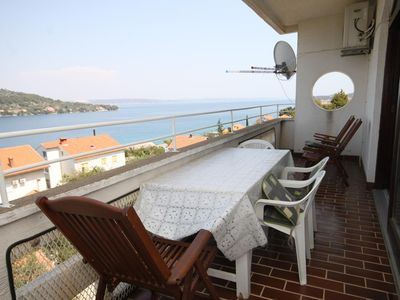 Photo for Two bedroom apartment with terrace and sea view Kali, Ugljan (A-834-a)