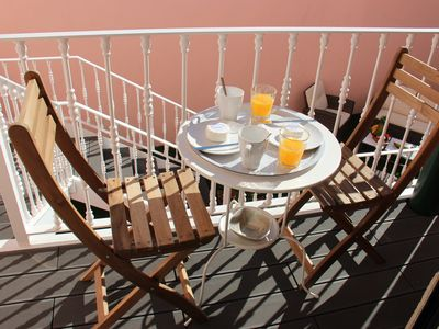 Photo for Spacious flat 140m2 in Estrela with private patio