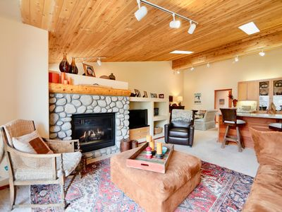 Photo for French inspired mountain retreat in Mammoth Lakes. 2 Bed/2 Bath condo-sleeps 3-4
