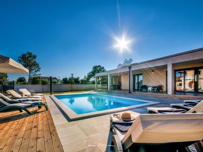 Photo for Charming family villa in idyllic natural setting