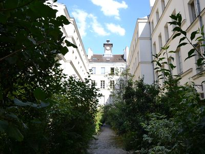 Photo for Quiet & Greenery in Paris ...