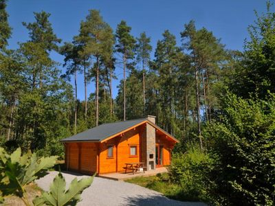 Brand new chalet for 7 persons. Situated in the middle of the woods in Holiday Park of Oignies. A mu