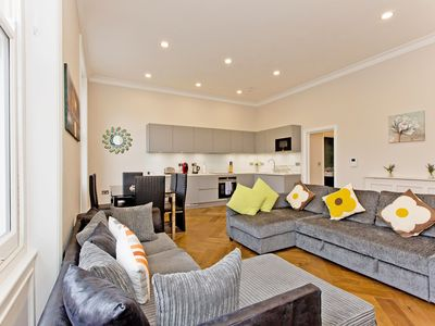 Photo for Gorgeous 1 bedroom apartment in Kensington