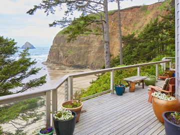 Spectacular Luxury Oceanfront Home with Hot Tub on Deck steps to beach