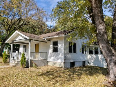The Yellow Door Bungalow w/ Fenced in Yard-video tour (3rd picture)