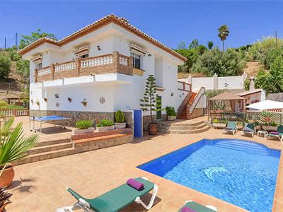 Photo for Andalucian-style villa w/ mountain views, 10 min drive to old Moorish district
