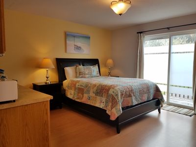 Studio unit with a queen size bed