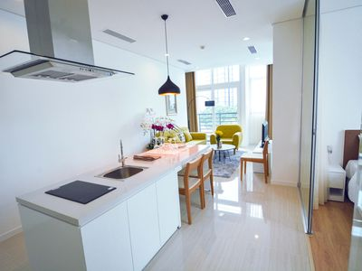 Photo for Son & Henry - SI3 - Spacious 3BR Apartment, CBD, Rooftop Pool and Sky Bar
