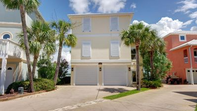 """Photo for Beach/Waterfront Home on Navarre Beach Sound - Kayaks/Paddleboard - 70"""" TV/PS4"""