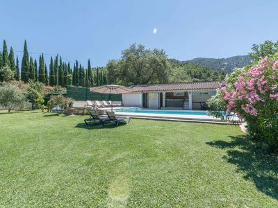 Photo for Air-conditioned house and heated swimming pool in the luberon 6 + 2 pers