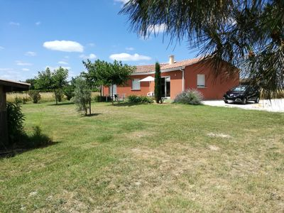 Photo for New villa on the edge of the Garonne