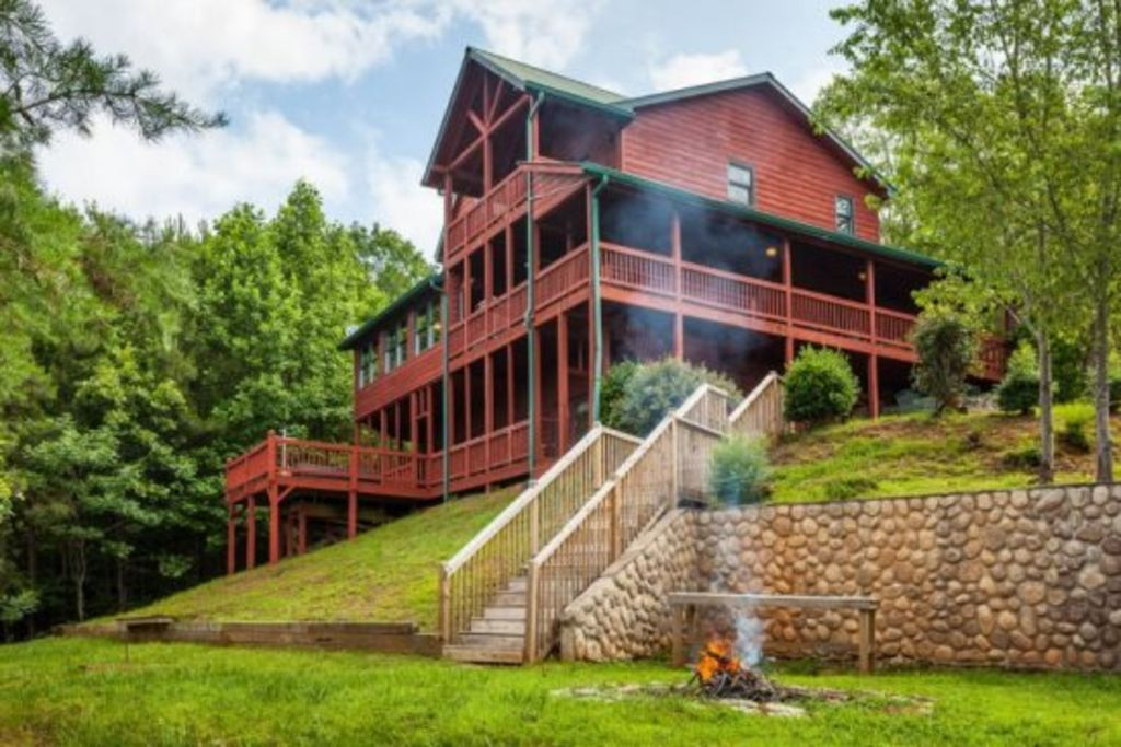 Carter 39 s lake lodge beautiful log home vrbo for Luxury pet friendly cabins in north georgia