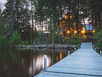 Exclusive, Luxurious Lakefront Family Cottage (WEEKLY RENTALS ONLY)