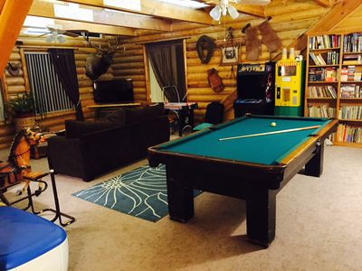 Lg family room w/ pool table, popcorn machine, old time video machine