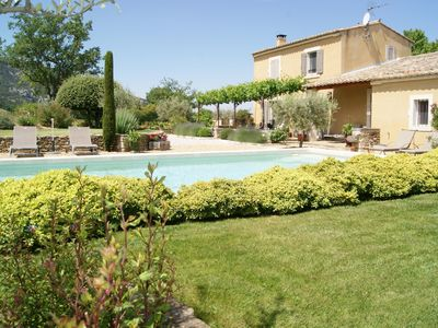 Photo for Condos in av outside house and swimming pool at the foot of the Luberon (Vaucluse)