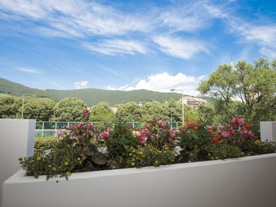 Photo for Charming Flat with balcony & free parking