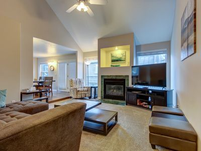 Photo for Modern townhouse w/ jet tub & private deck, close to four ski areas!