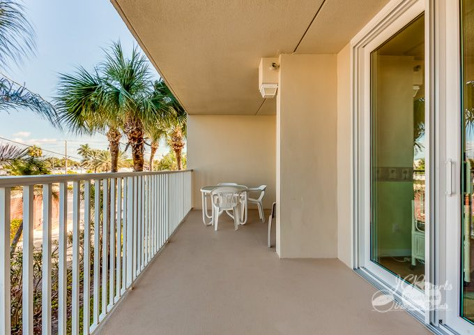 Hamilton House 107: 2 BR / 2 BA condo in Indian Rocks Beach, Sleeps 6