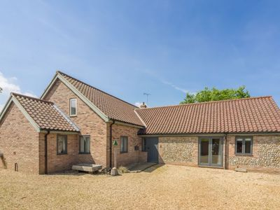 Photo for Thistlewood Cottage is a superb barn style cottage with open plan accommodation