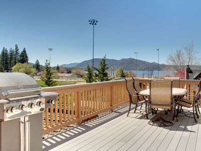 GREAT CENTRAL LOCATION, LESS THAN 1 MILE TO MOUNTAINS & VILLAGE, WALK TO LAKE !!