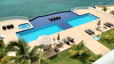 Photo for Oceanfront! Super Clean! Excellent Reviews! Amazing Snorkeling, Pool, and View!!