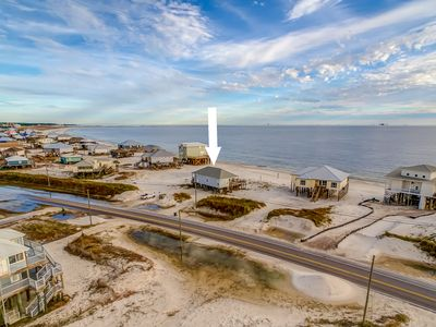 "Photo for ""Sunny Pit"" - Gulf Beachfront, Sleeps 8, Pet Friendly, Volleyball & Fun"