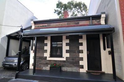 Victorian Cottage Fresh Renovated Off Street Parking 2 Two Cars Secure    CBD