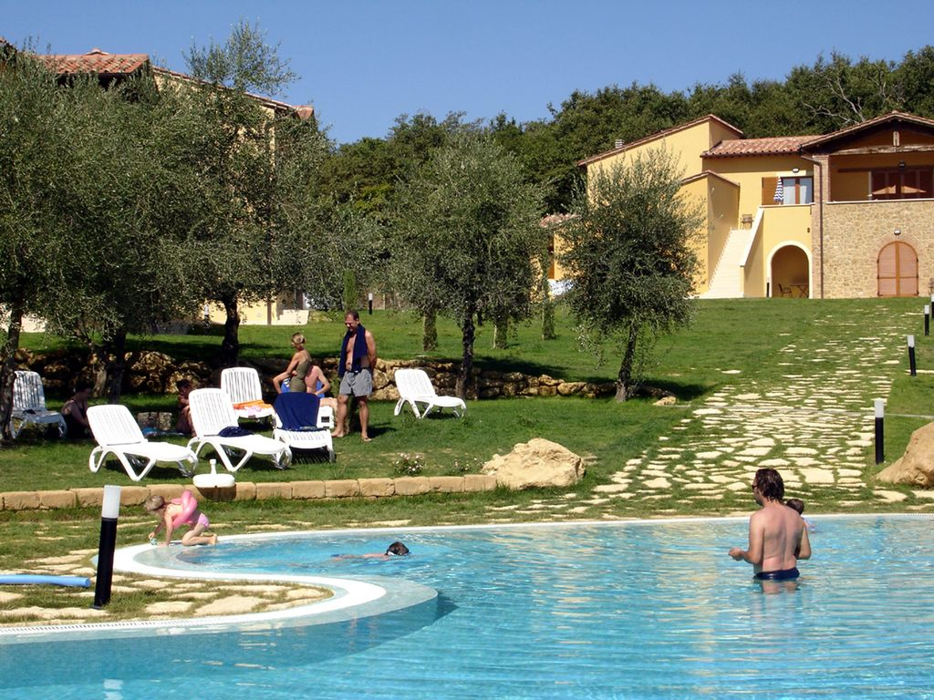 Montepulciano hotels for families with children