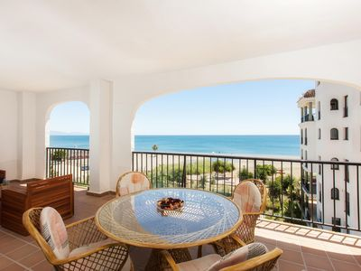 Photo for Luxurious waterfront with breathtaking views. Direct access to the beach WIFi ill.