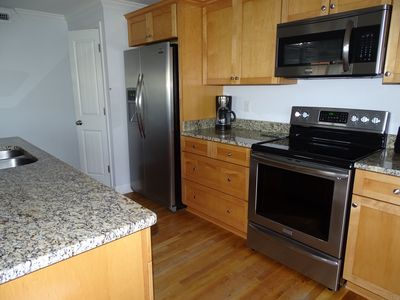 Photo for Easy Living. Ocean view. Heart of town. 2 minute walk to beach.  Elevator.